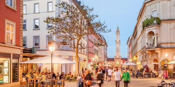 Konstanzer Bahnhofstraße mit Blick auf den Hauptbahnhof