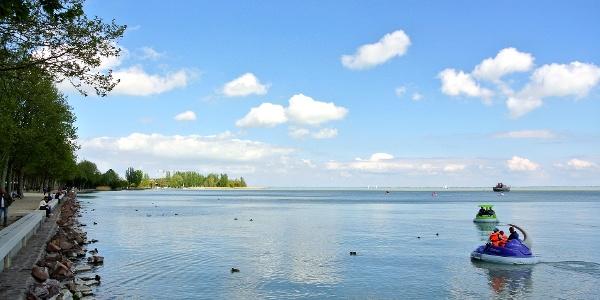 Balatonpart a Tagore sétány mentén