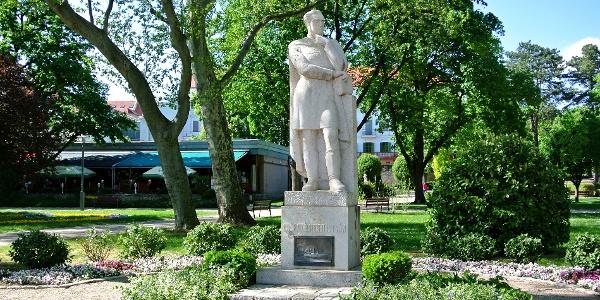 Széchenyi-szobor a Tagore sétányon