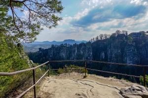 Foto Die Aussichtsstelle am Pavillon nördlich des Basteifelsens
