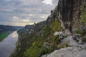 Foto Blick von der Aussichtsstelle am Tiedgefelsen elbabwärts