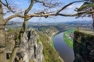 Foto Blick von der Basteiaussicht über die Elbe