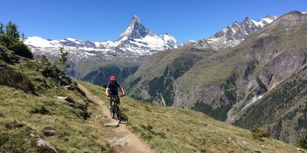 N'oubliez pas de vous arrêter de temps en temps pour profiter des magnifiques vues sur le Cervin, le Mettelhorn et le Weisshorn.