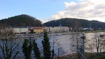 Foto Blick von Straßenbrücke auf Bad Schandau