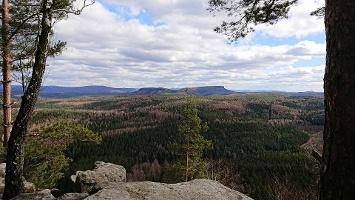 Foto Aussicht vom Schneebergblick zum kleinen und großen Zschirnstein