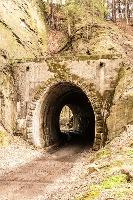 Foto ein weiterer Tunnel und der ehemalige Bahndamm