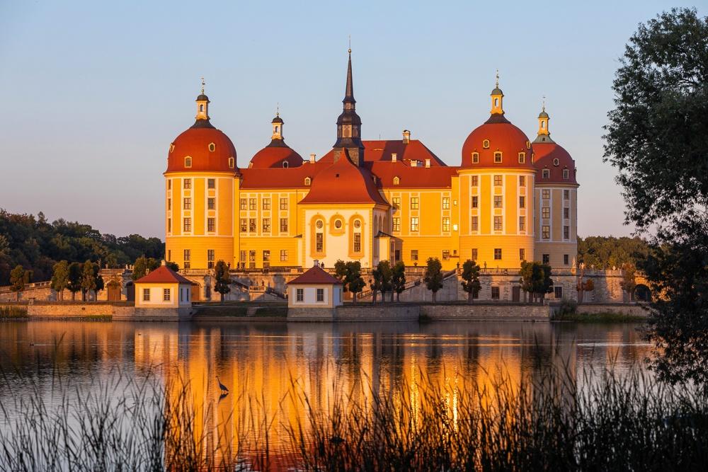 Das zauberhafte Barockschloss Moritzburg mit seinen Ausstellungen ist immer ein Besuch wert