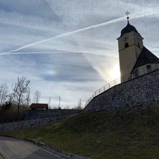 Anstieg zur Kirche des italienischen Grenzörtchens Coccau.