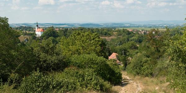 Bernece erődtemploma és Baráti házai az Ipoly völgye felett