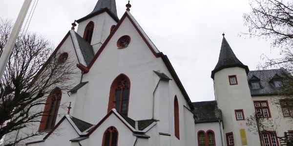 Evangelische Kirche Trarbach mit angebauter Pilgerherberge