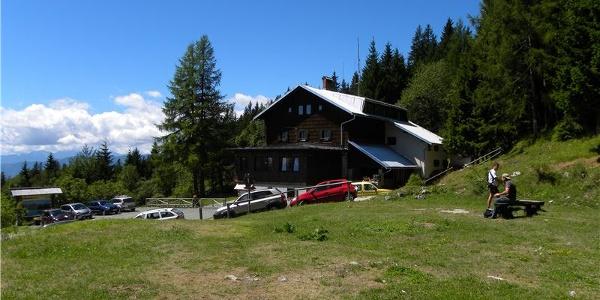Valvasorjev dom pod Stolom, ein beliebtes Ausflugsziel und Start zur 9. Etappe - Nordostansicht