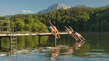<![CDATA[Sprung in einen der wärmsten Seen Bayerns]]>