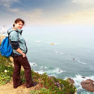 Wanderin an der Küste