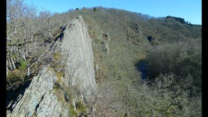 Felsen Le Hérou vom Beginn des Steigs ins Tal der Ourthe