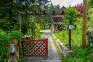 Foto Hier führt der Wanderweg erlaubterweise über ein privates Grundstück