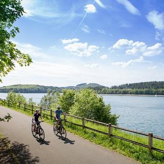 Radfahrer am Biggesee