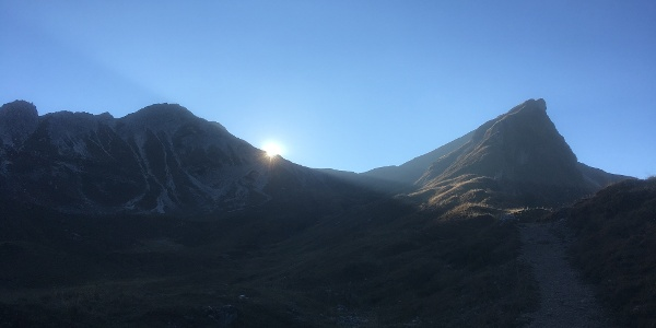 Sonnenuntergang mit Rotspitze