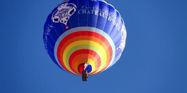Heissluftballon über Château-d'Oex.