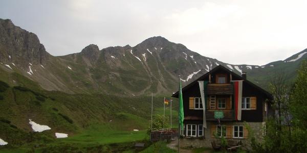 Landsberger Hütte vor Steinkarspitze