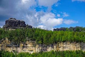 Foto Aussicht auf die ehemaligen Postelwitzer Steinbrüche und die Schrammsteine