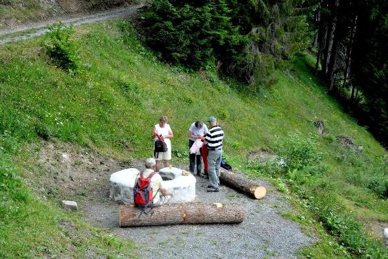 Schweizer Familie Feuerstelle Holderboden