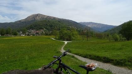 0400 Kurz vor Tesserete lege ich eine Pause ein, um das Valle di Colla zu betrachten