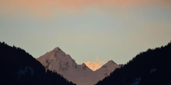 Silvrettablick bei Sonnenaufgang vom Balkon