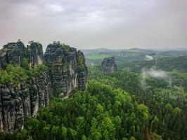 Foto Blick von der Schrammsteinaussicht zum Hohen Torstein und zum Falkenstein