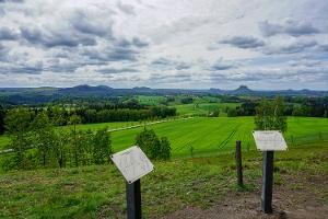 Foto Weitreichende Aussicht vom Adamsberg bei Altendorf