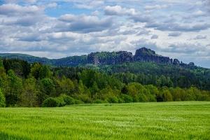 Foto Blick vom Panoramaweg bei Altendorf auf die Schrammsteine