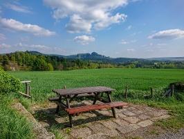 Foto Traumhafter Picknickplatz am Anfang des Panoramawegs bei Altendorf