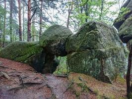 Foto Skurriles Felsgebilde am oberen Ende der Dorfbachklamm