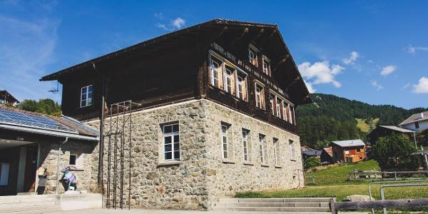 Schulhaus Feldis