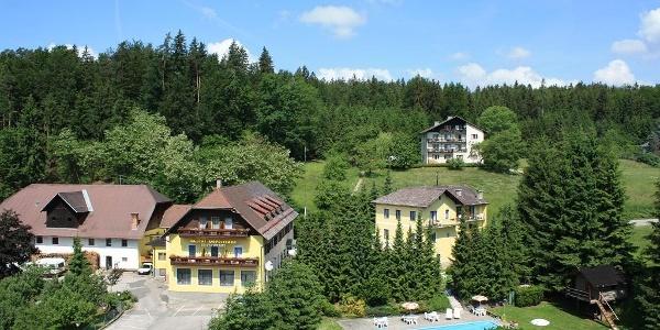Unsere 3 Häuser und Pool