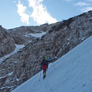 Aufstieg im unteren Bereich, oben schon die Welserhütte in Sicht.