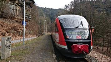 Foto Nationalparkbahn U28 am Bahnhof Porschdorf
