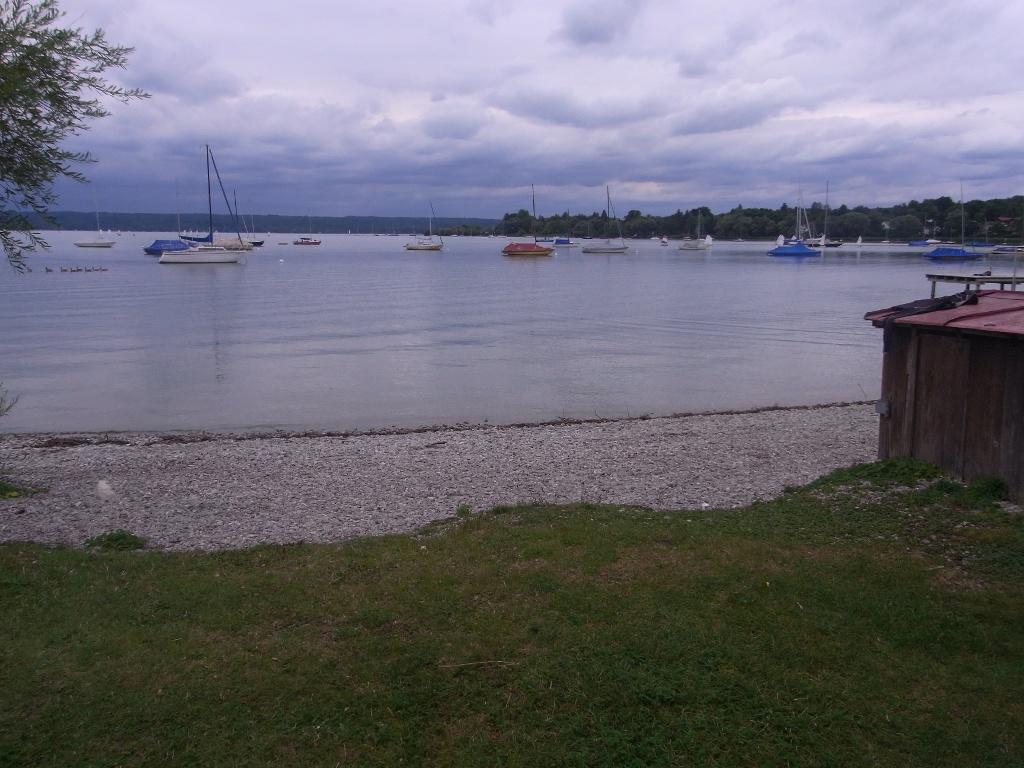 Die idyllische Uferpromenade in Herrsching am Ammersee. (Hanna Finkel)