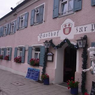 Der Gasthof Zur Post in Inning am Ammersee.