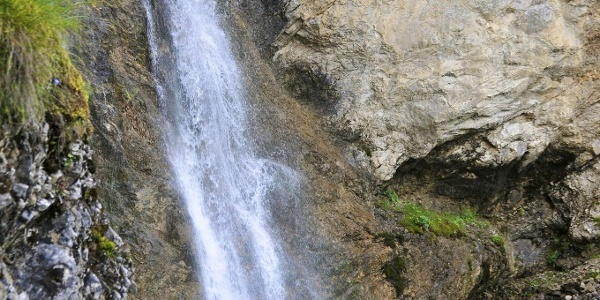 Wasserfall am Beginn des Stierlochtals