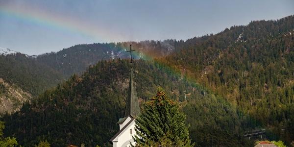 Kirche Ried-Brig mit Regenbogen