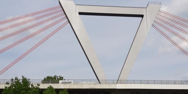 Fluhhafenbrücke