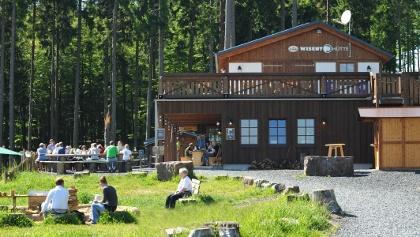 Aussenansicht der Wisent-Hütte