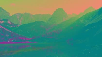 Im Herbst zeigt die Sonne die Berge von ihrer farbenprächtigen Seite.