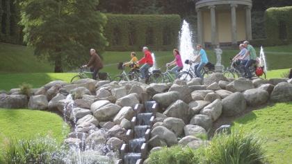 Radfahrer vorm Amphitheater
