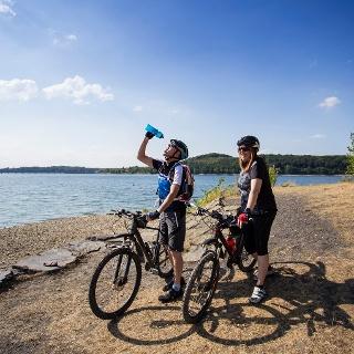 Fahrradfahrer am Möhnesee