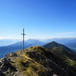 am Gipfel des Spitzegels mit Blick nach Südosten in das Gailtal