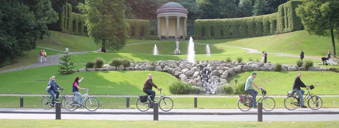 Radfahrer in den Klever Gartenanlagen