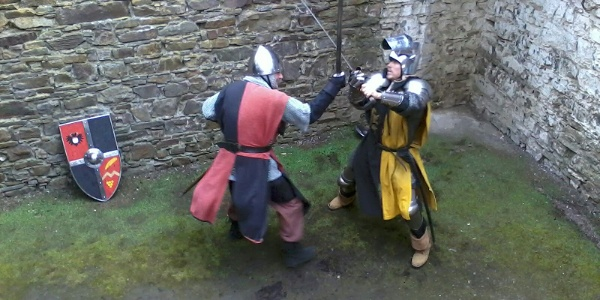 Für die Belagerer von Cölln (rot/schwarz) und Verteidiger der Burg (gelb/schwarz) ein ritterlicher Zweikampf