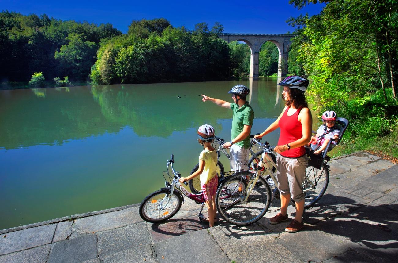 Radtour an der Neiße mit Aussicht auf den Neiße-Viadukt, Görlitz