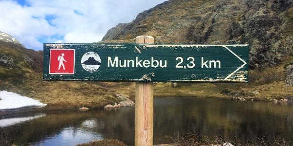 Munkebu signpost